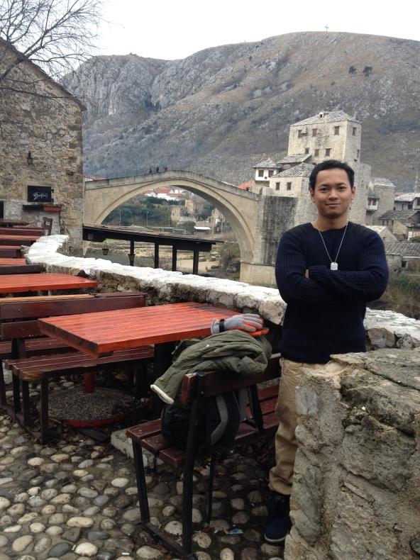 Belakang tu la Mostar bridge aka Stari Most. Kecik je pon. But require 50 mortar to destroy that bridge. Aku rasa sebab diaorang ni pakai batu bukit, sebab tu kuat giler structure.